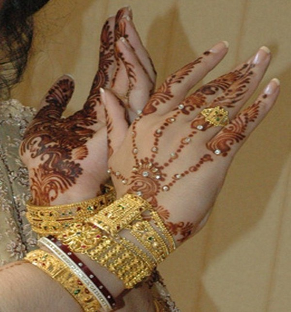 Beautiful-Hands-Mehndi-Henna-Designs
