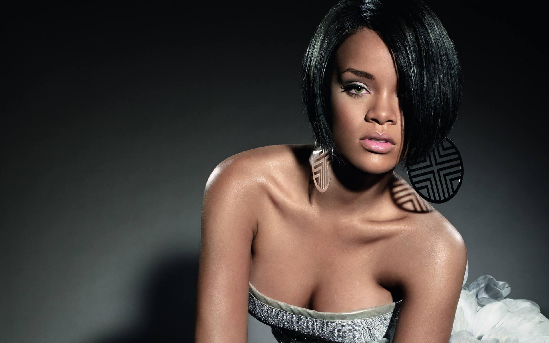 Rihanna Kuachia Vipodozi Vyake