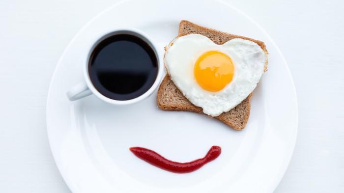 healthy-diet-tips-breakfast-ideas-toast-egg-coffee