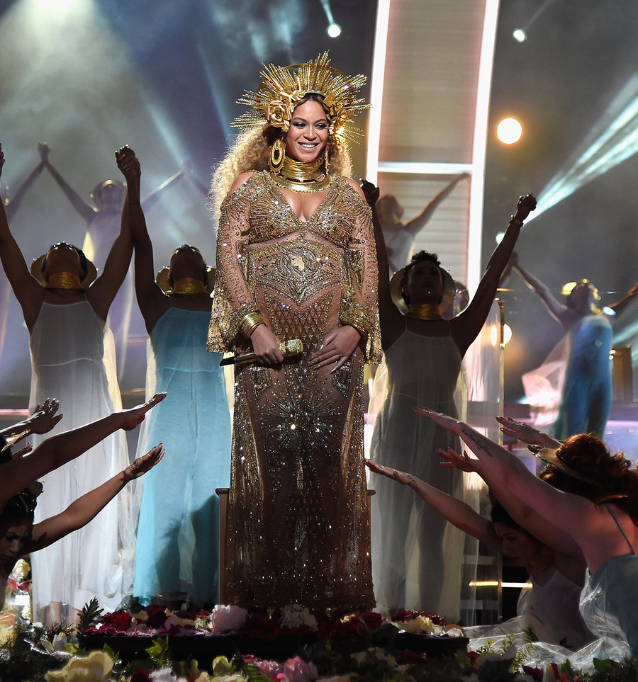 Beyonce's Showing Off Her Baby Bump At The  Grammys