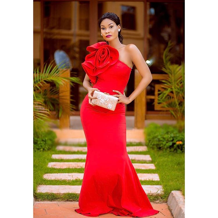 HAMISA MOBETTO LOOKING HOT IN A HOT RED DRESS
