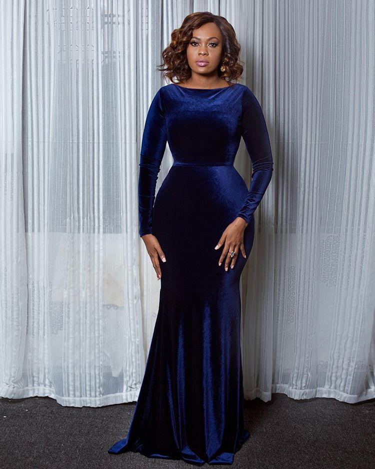 FridayMuse: Lavie Makeup Showing Off Her Perfect Curves In Velvet Dress By Elisha