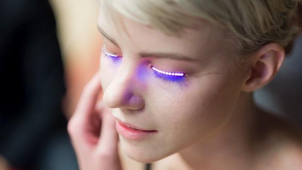 TrendyTuesday – Led Eyelashes ( Trendy Alert)