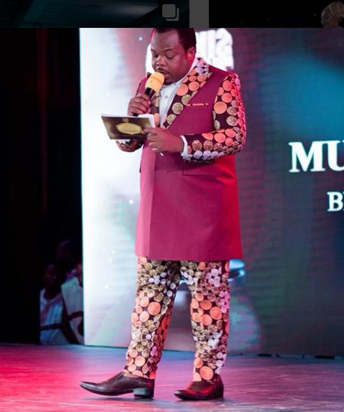 Suit Aliyo Vaa Wasiwasi Mwabulambo Imetoka Katika Ki2pe Women Wear Collection?