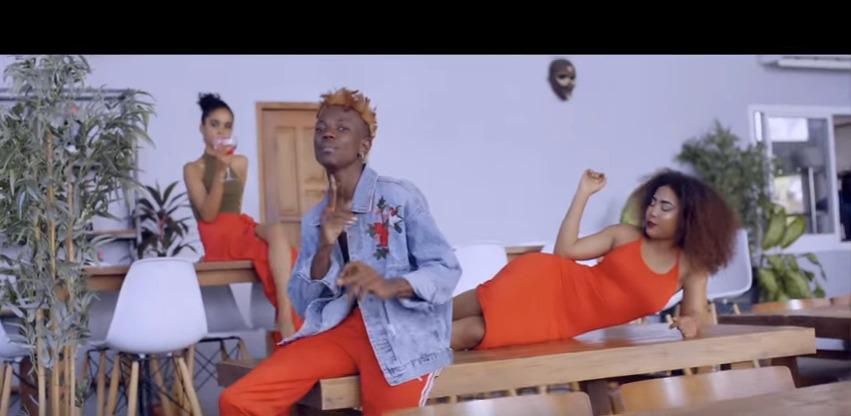 Young Killer Avaa Crop Top Katika Music Video Yake Ya Secreto