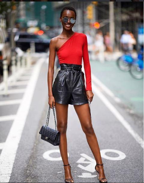 Herieth Paul Kutembea Katika Runway Ya Victoria Secrets Fashion Show Kwa Mara Ya Tatu