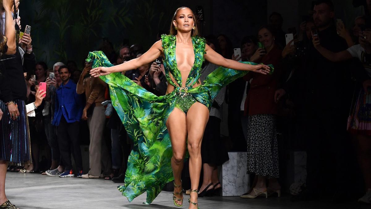 Fashionnova Yashtakiwa Na Versace Kwa Kucopy J Lo's Iconic Jungle Print Dress