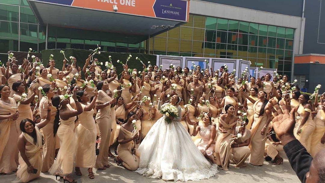 Sandra Ikeji Avunja Record Kwa Kuwa Na Bride-maids 200